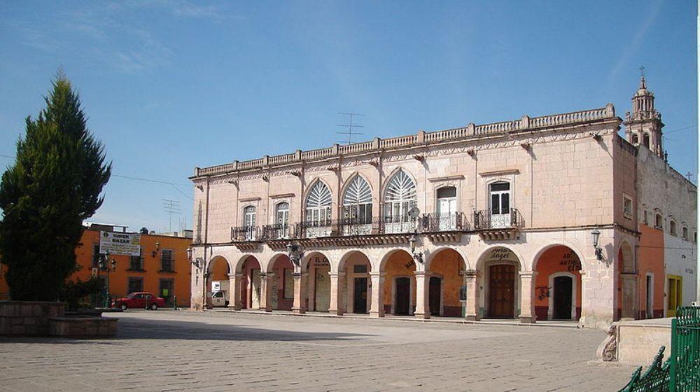 JEREZ-DE-GARCIA-SALINAS-PUEBLO-MAGICO-CON-ZONA-ARQUEOLOGICA-QUEMADA-DESDE-ZACATECAS