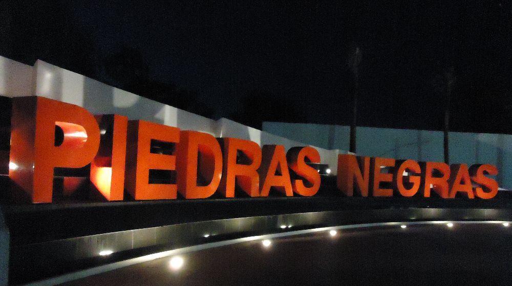 PLAZA-DE-LAS-CULTURAS-Y-CENTRO-HISTORICO-EN-PIEDRAS-NEGRAS