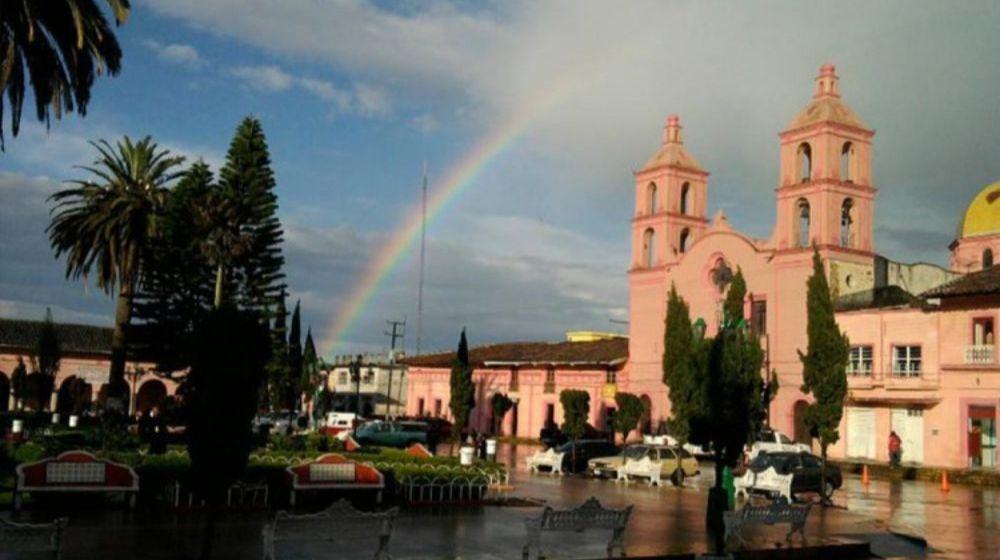 PINOS-PUEBLO-MAGICO-DESDE-ZACATECAS
