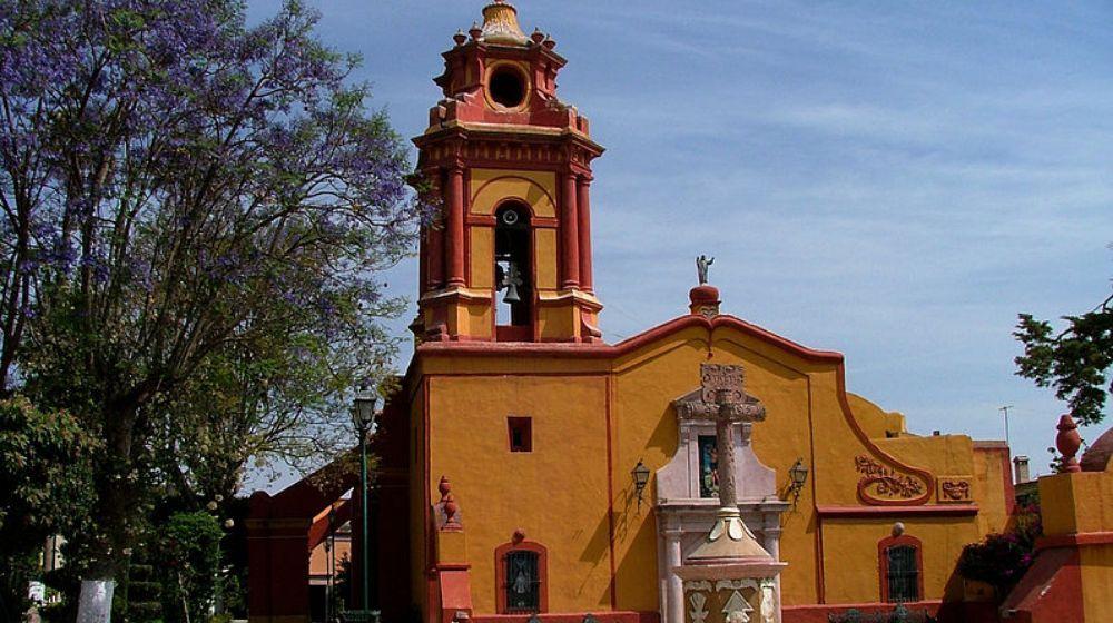 BERNAL-PUEBLO-MAGICO-DESDE-CIUDAD-DE-MEXICO